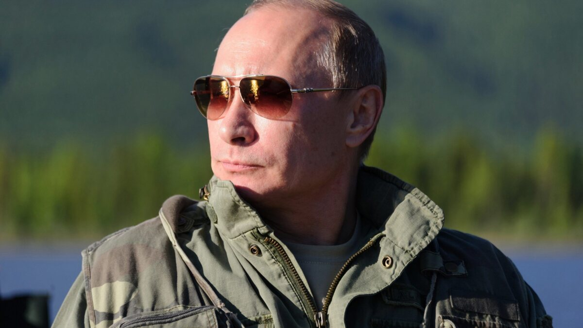 Putin just offstage in impeachment drama