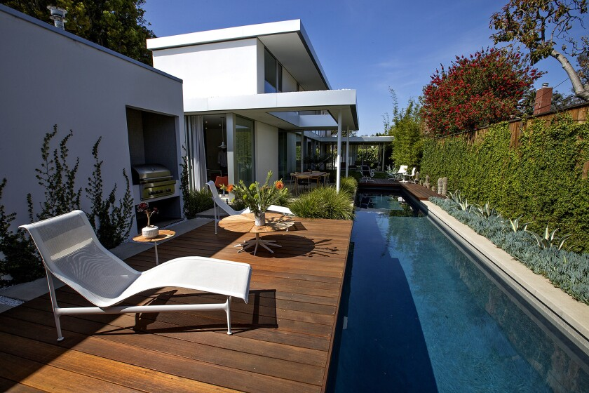 Pools Still Raise A Home S Value In L A The Average Bump Is 95k Los Angeles Times