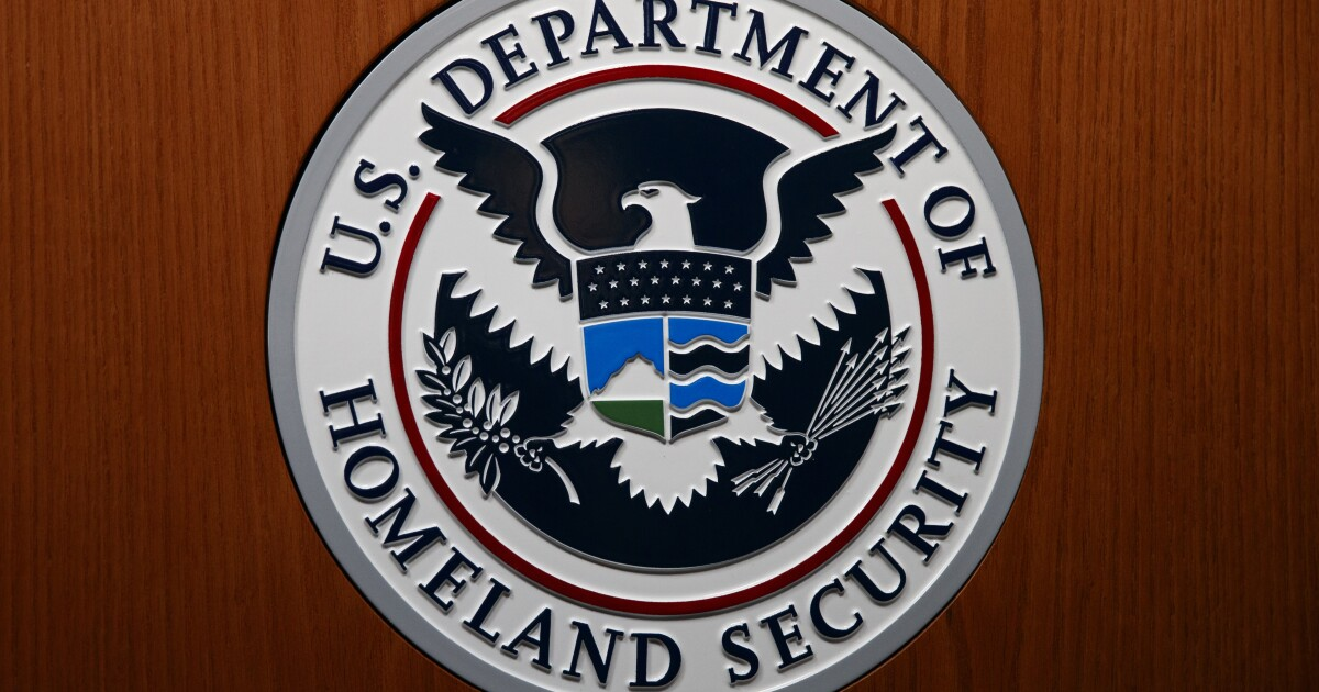 Homeland Security agent took bribes from organized crime, prosecutors charge