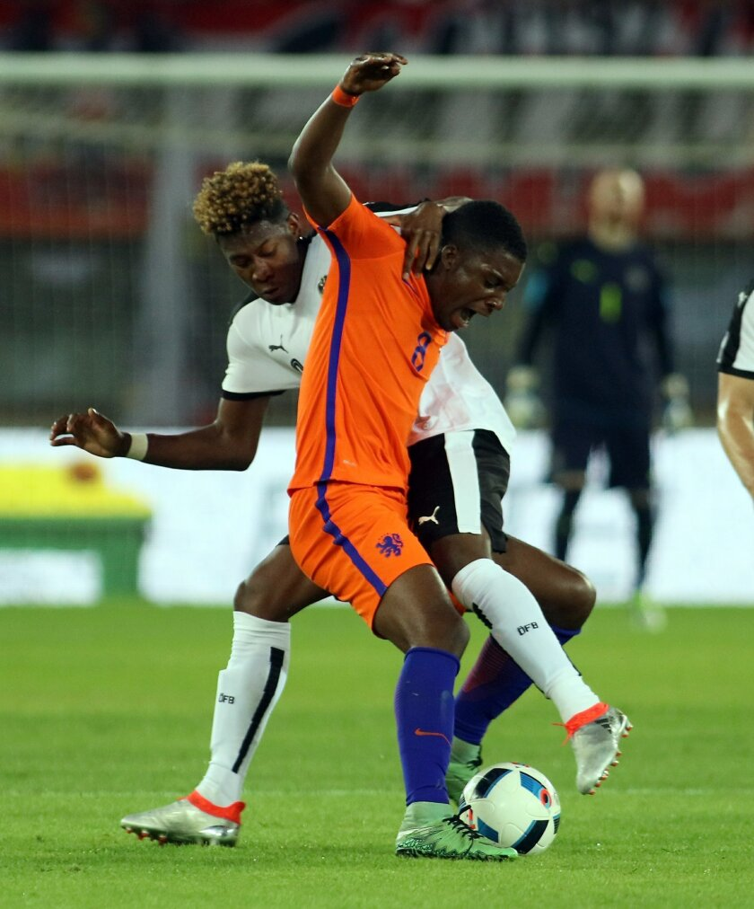 David Alaba of Austria challenges for a ball with Netherlands' Riechedly Bazoer, from left, during an international friendly soccer match between Austria and The Netherlands in Vienna, Austria, Saturday, June 4, 2016. (AP Photo/Ronald Zak)
