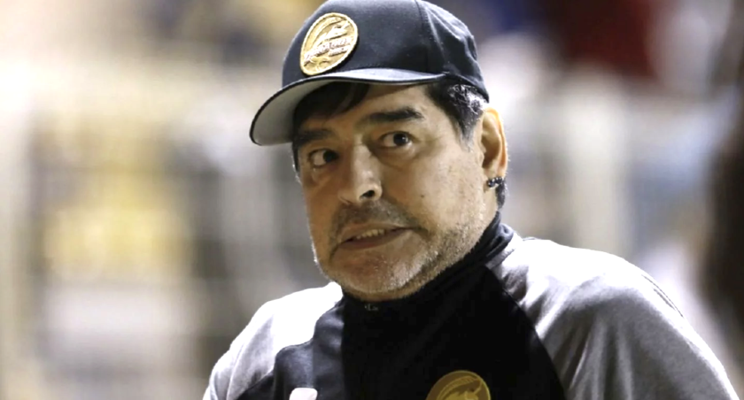 Diego Armando Maradona, entrenador de los Dorados de Sinaloa.