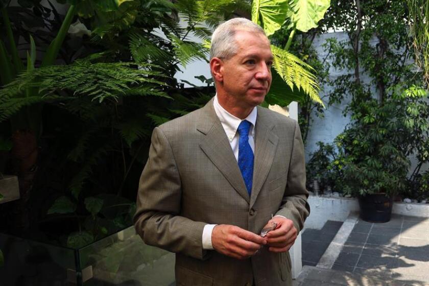 Fotografía fechada el 14 de febrero de 2019, del oncólogo y hematólogo Fernando Pérez Zincer, durante una entrevista con Efe, en Ciudad de México (México). EFE