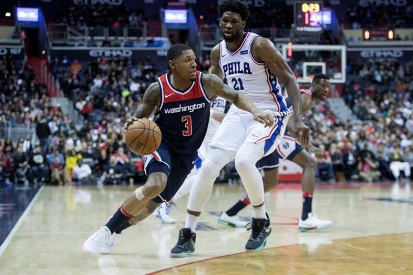 Washington Wizards guard Bradley Beal (L) dribbles beside Philadelphia 76ers center Joel Embiid (R) of Cameroon during the second half of the NBA basketball game between the Philadelphia 76ers and the Washington Wizards at Capital One Arena in Washington, DC, USA, 25 February 2018. EFE