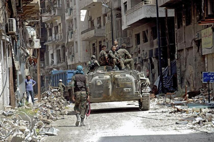 Las fuerzas del régimen sirio usaron repetidamente y de forma coordinada armas químicas durante el último mes de la batalla para recuperar la ciudad de Alepo, denunció hoy Human Rights Watch (HRW). EFE/ARCHIVO