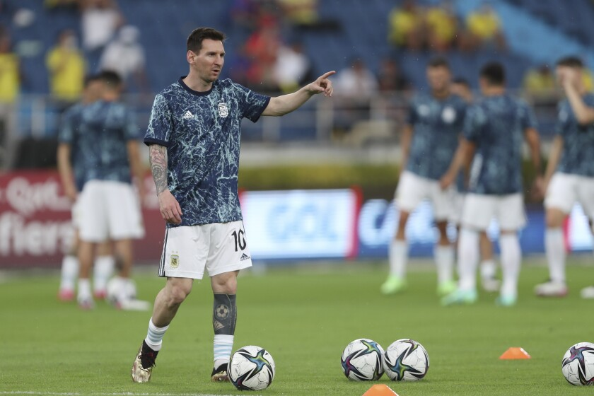 El delantero argentino Lionel Messi durante el calentamiento previo al partido contra Colombia