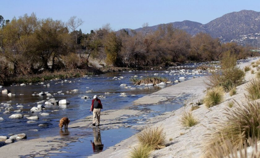 The Army Corps of Engineers has decided to recommend approval of a $1-billion plan to revitalize an 11-mile stretch of the Los Angeles River.