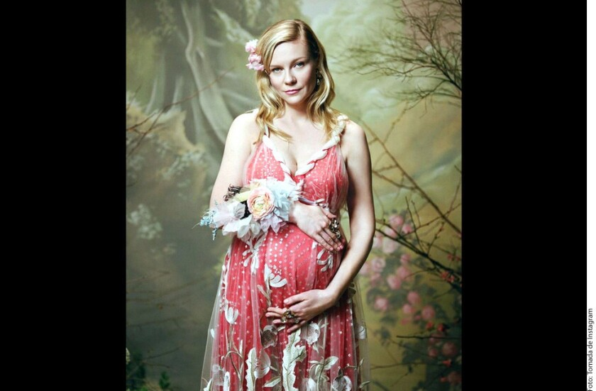 La actriz de 35 años aparece en un catálogo de la firma Rodarte, luciendo un vestido de la colección otoño-invierno 2018.