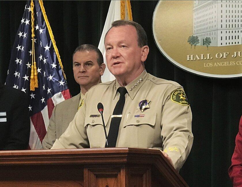 Jim McDonnell, jefe de LASD, en una rueda de prensa.