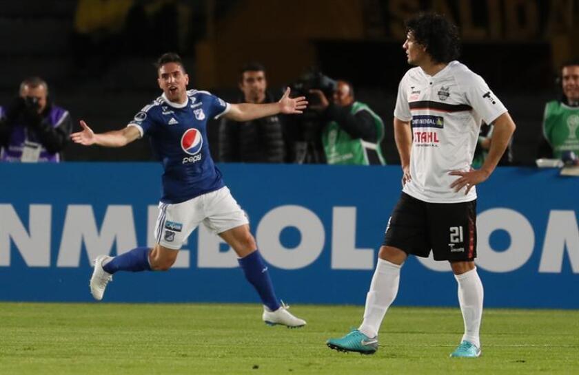 En la imagen, el delantero argentino Gabriel Hauche (i). EFE/Archivo