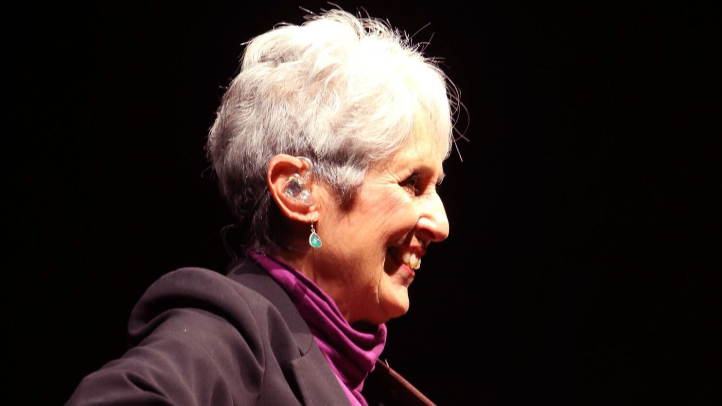 Review Joan Baez As Committed As Ever At Stirring Farewell Tour Concert In San Diego The San Diego Union Tribune