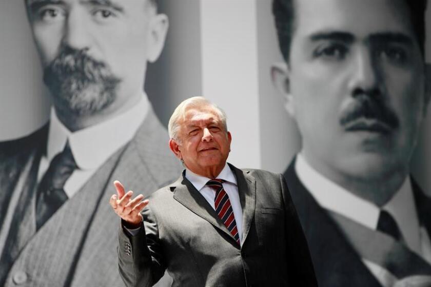 El presidente electo de México, el izquierdista Andrés Manuel López Obrador, ofrece una rueda de prensa. EFE/Archivo