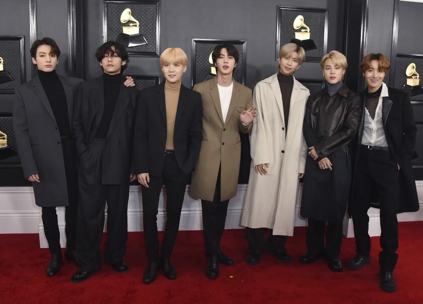 La banda surcoreana BTS llega a la 62da ceremonia anual de los premios Grammy en Los Angeles.