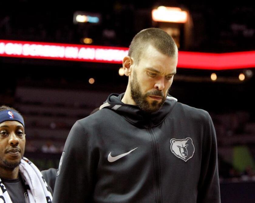 El jugador de los Grizzlies Marc Gasol reaciona al perder ante los Nets tras el partido de la NBA entre los Brooklyn Nets y los Memphis Grizzlies, en el FedExForum de Memphis (EE.UU.). El marcador final fue 98-88. EFE
