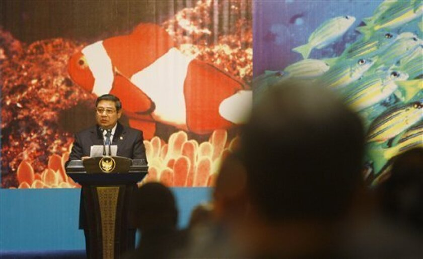 Indonesian President Susilo Bambang Yudhoyono delivers his speech during the World Ocean Conference high level meeting in Manado, North Sulawesi, Indonesia, Thursday, May 14, 2009. Indonesia, the world's largest archipelago, is hosting the major conference that aimed at raising awareness about the link between oceans and climate change.(AP Photo/Achmad Ibrahim)