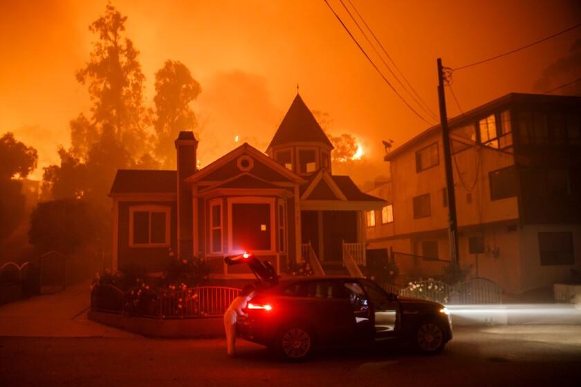 Fire nears Ventura home