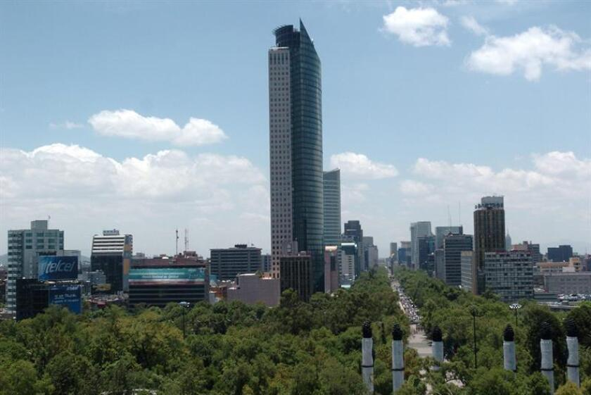 Vista de la Torre Mayor en la Ciudad de México. EFE/Archivo