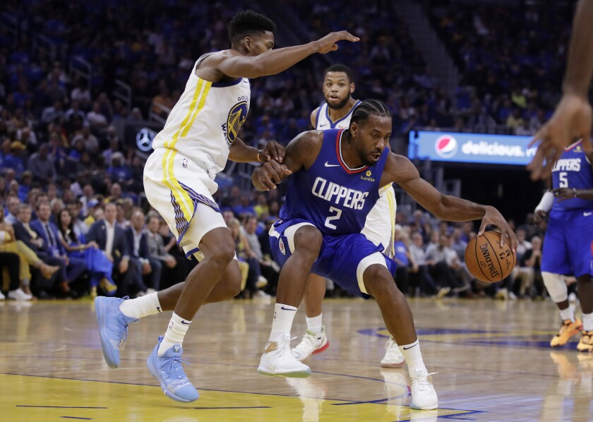Clippers' Kawhi Leonard (2) drives the ball against Golden State Warriors' Glenn Robinson III, left, during the first half on Thursday in San Francisco.