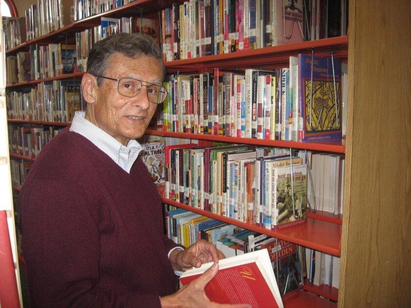 Las donaciones de Lloyd De Llamas a la biblioteca de San Ysidro permitirá que muchos estudiantes puedan ampliar su educación al igual que hizo él en su juventud.