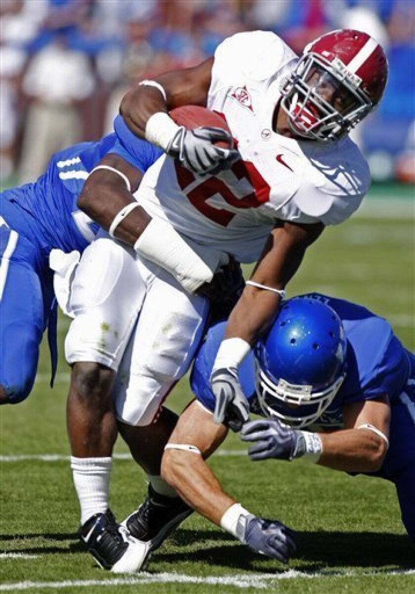 Alabama running back Mark Ingram tries to split a pair of Kentucky defenders during the first half of an NCAA college football game in Lexington, Ky., Saturday, Oct. 3, 2009. (AP Photo/James Crisp)