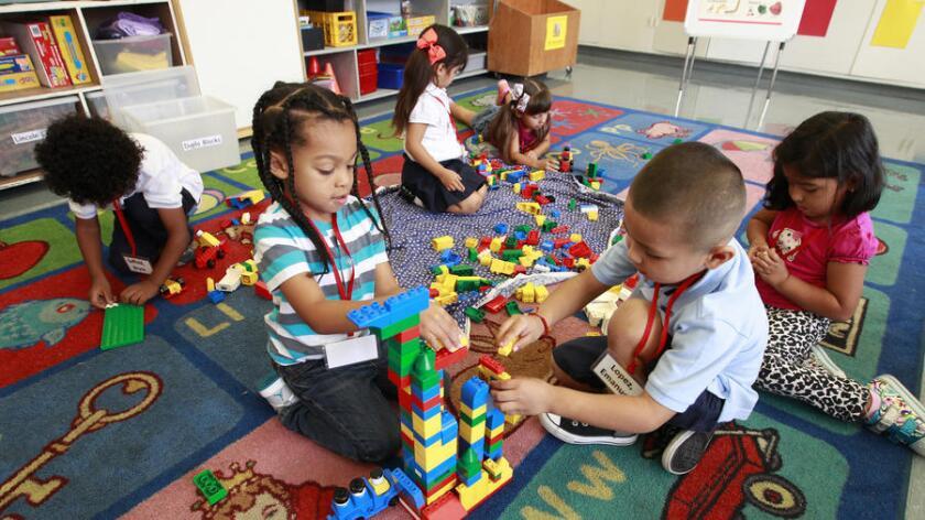 ¿Podrán tener acceso al kínder de transición o a un preescolar de alta calidad todos los niños de 4 años para el 2020? (Allen J. Schaben/Los Angeles Times).