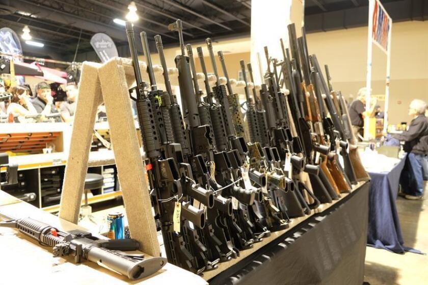 Un exagente de la DEA asignado a la oficina de Nogales, en el sur de Arizona, se declaró hoy culpable de vender de manera ilegal armas de fuego, entre ellas dos rifles de asalto sin licencia y comercializados a presuntos traficantes de drogas. EFE/ARCHIVO