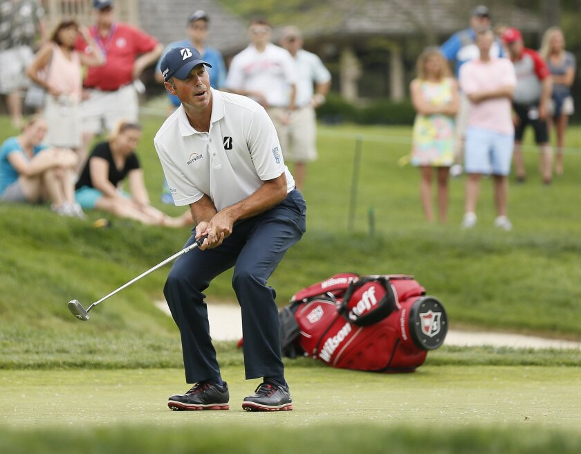 Matt Kuchar reacts to a missed putt on the fourth hole during the third round of the Memorial golf tournament at Muirfield Village Golf Club in Dublin, Ohio, Saturday, June 4, 2016. (Adam Cairns/The Columbus Dispatch via AP) MANDATORY CREDIT
