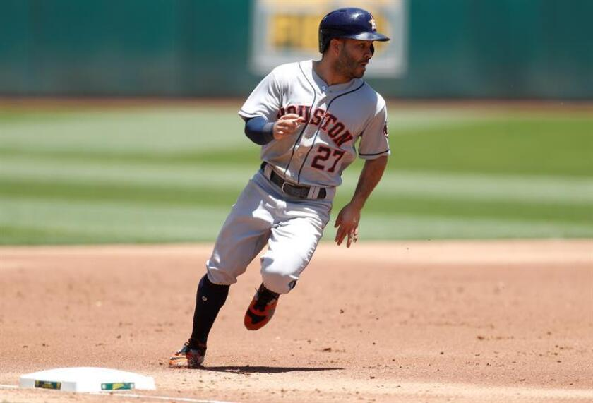 Antes que Altuve pegase su primer cuadrangular de la serie, el tercera base Alex Bregman, ya había logrado el bambinazo solitario en el cuarto episodio contra el abridor Corey Kluber de los Indios. EFE/Archivo