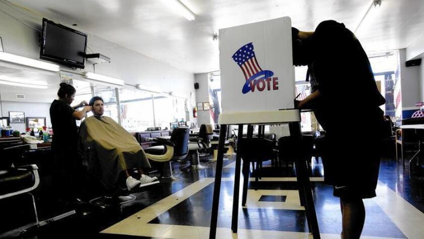 Foto de archivo de votantes minoritarios.