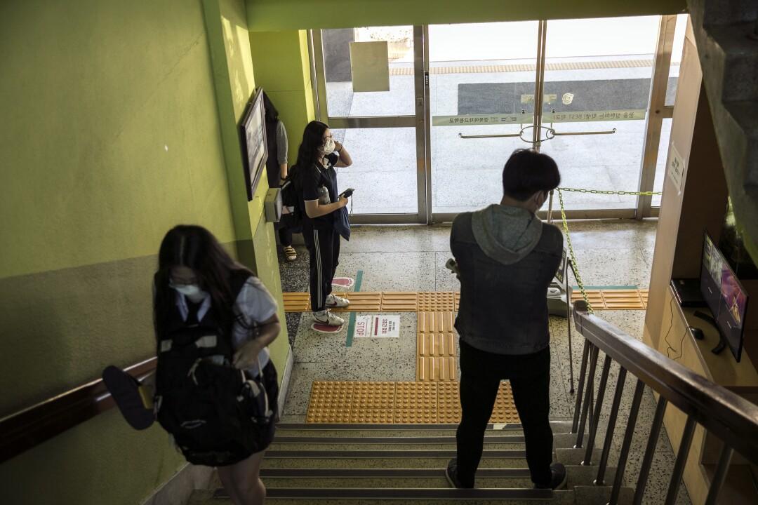 la-fg-col1-south-korea-schools-open.03.JPG