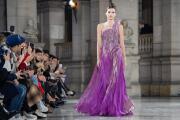 La Alta Costura de París convierte las constelaciones en vestidos