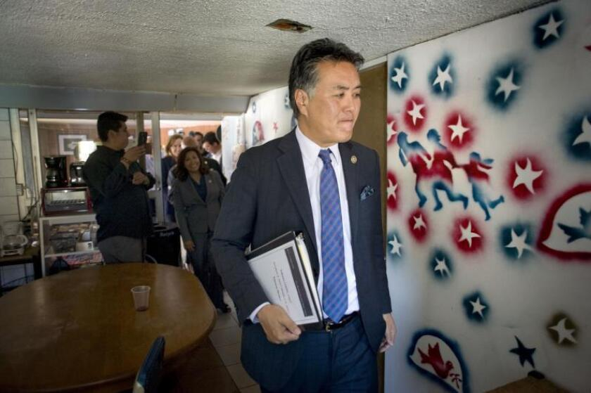 Congresista se opone a centro para menores indocumentados en California
