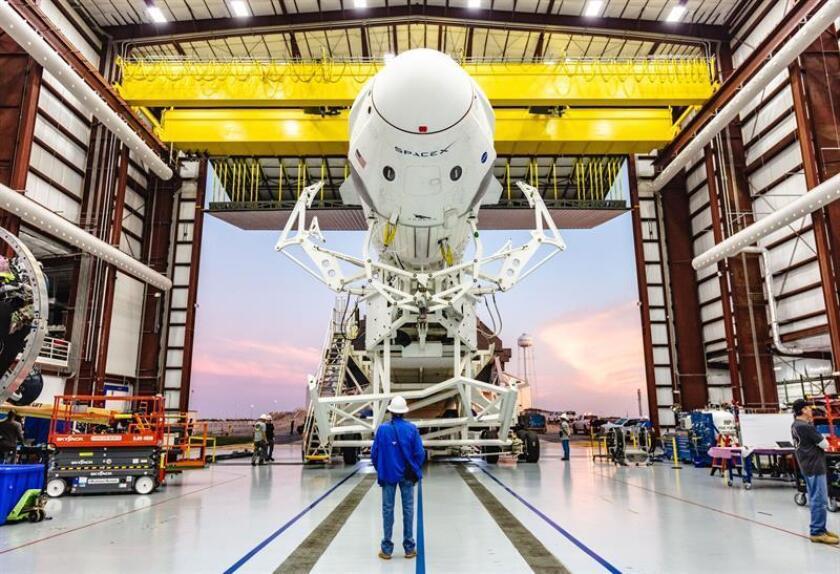 Fotografía de archivo cedida por la compañía SpaceX durante las pruebas sobre el demo de una cápsula el pasado 3 de enero de 2019 en su sede en Cabo Cañaveral, Florida (EE.UU.). EFE/SpaceX