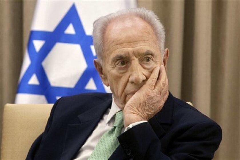 El ex presidente israelí y premio Nobel de la paz Simón Peres falleció hoy a la edad de 93 años dos semanas después de sufrir un accidente cerebrovascular, informaron fuentes del Hospital Shiva, de la localidad de Tel Hashomer.