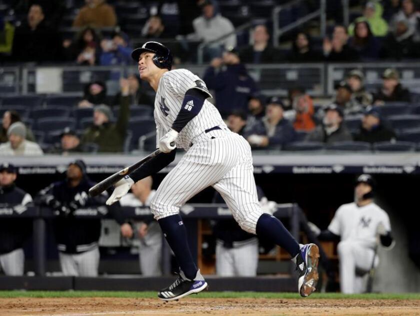 Aaron Judge de los Yanquis de Nueva York en acción el pasado 19 de abril, durante un partido de la MLB entre Yanquis de Nueva York y Azulejos de Toronto en el estadio Yanqui en Nueva York (EE.UU.). EFE