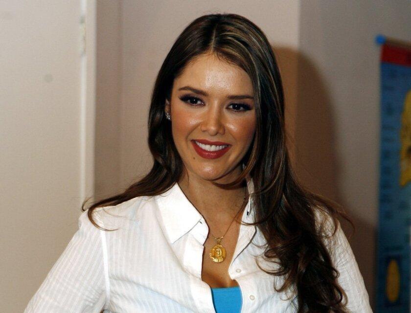 La actriz mexicana Marlene Favela posa para los medios.