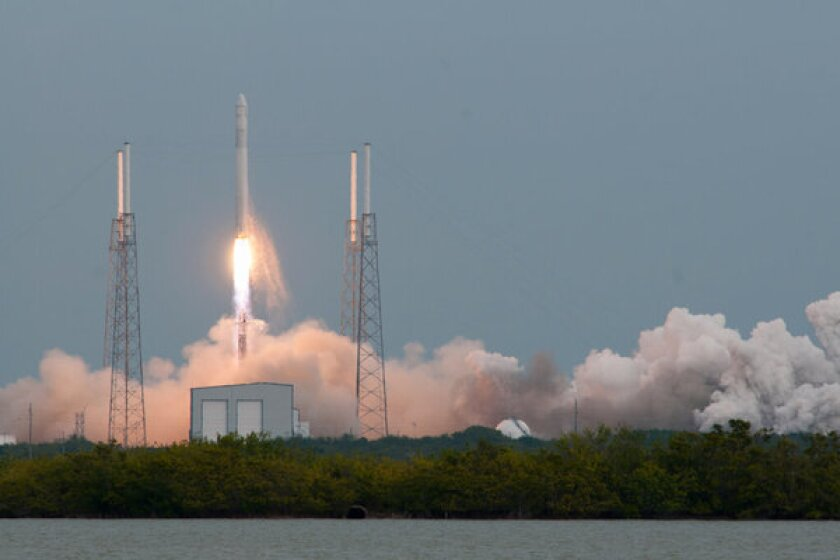 SpaceX launches to space station, but experiences problem in orbit