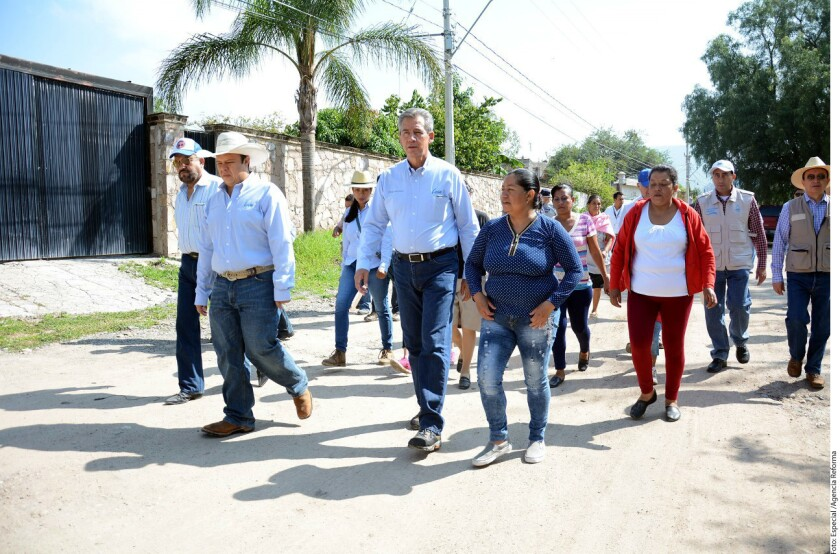 El Municipio de León pagará indemnización y ofrecerá disculpa pública a 3 menores abusadas por 4 policías, afirmó el Alcalde Héctor López (centro).