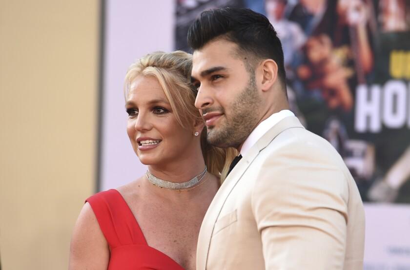 """Britney Spears y Sam Asghari llegan al estreno de """"Once Upon a Time in Hollywood"""" en el Teatro Chino"""