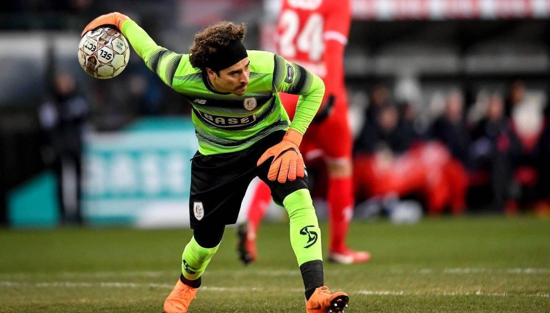 1) Guillermo Ochoa / Portero / Standard de Lieja (Bélgica): Vive su mejor momento. Podría pasar al Napoli de Italia.
