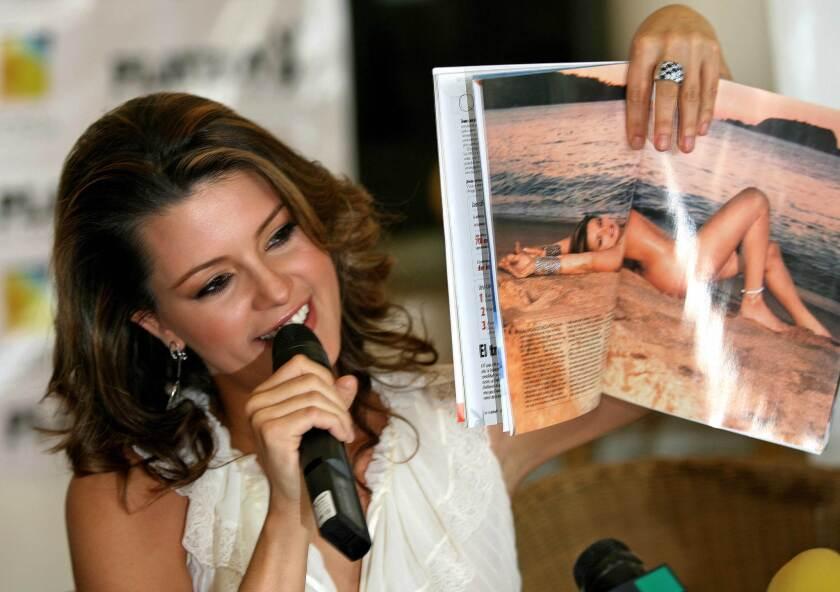 En esta foto del 2006, Alicia Machado aparece promocionando la edición mexicana de Playboy en la que apareció desnuda; ahora mismo se encuentra en el ojo de la tormenta debido a su apoyo a Hillary Clinton y su rechazo a Donald Trump.