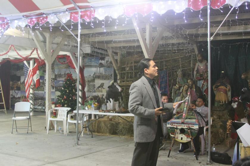 Esta imagen retrata uno de los ensayos del espectáculo peruano que se llevará a cabo el domingo de esta semana en el Florentine Gardens de Hollywood.
