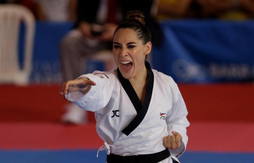 La taekwondista mexicana, Daniela Rodríguez, compite en la prueba de poomsae en los XXIII Juegos Centroamericanos y del Caribe 2018 en Barranquilla (Colombia). Rodríguez ganó la medalla de oro. EFE