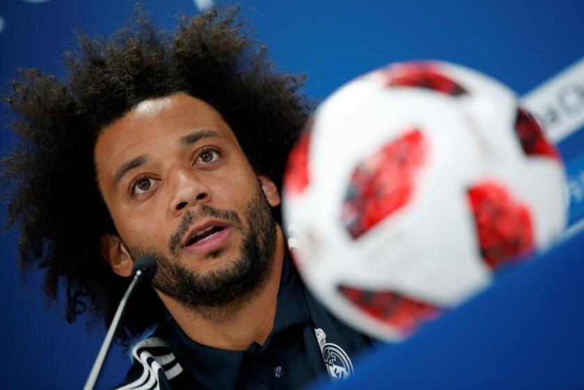 El defensa brasileño del Real Madrid, Marcelo Vieira, ofrece una rueda de prensa en el estadio Zayed Sports City durante el FIFA Mundial de Clubes en Abu Dabi, Emiratos Árabes Unidos. EFE