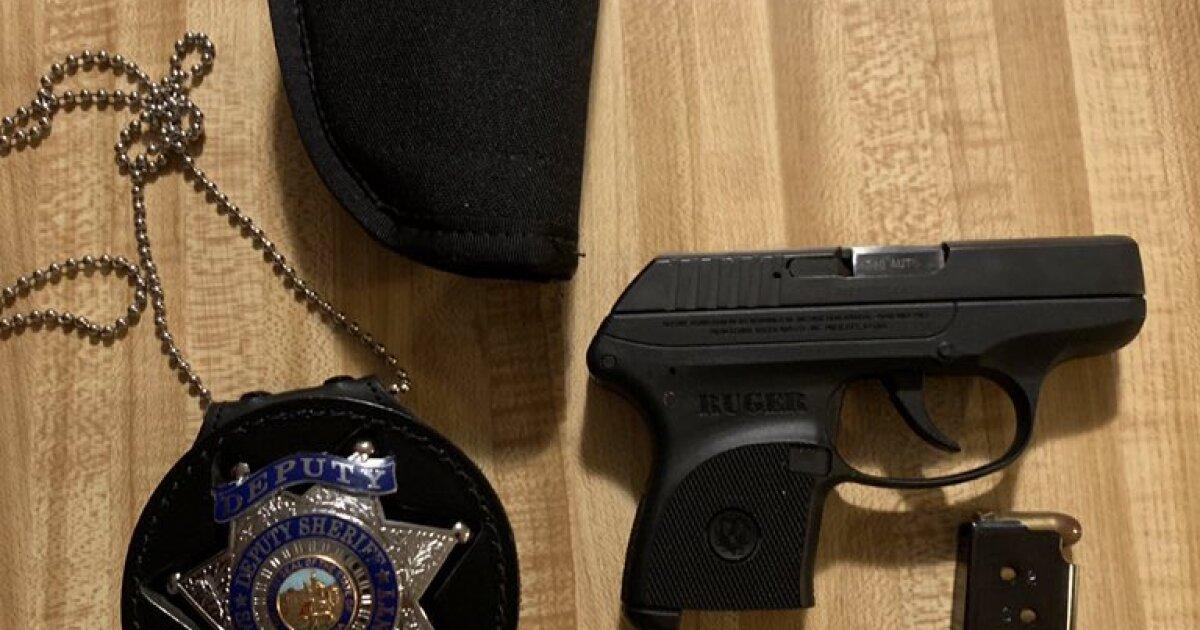 Kind findet Abgeordneten geladene Waffe und Abzeichen bei Airbnb in Tahoe