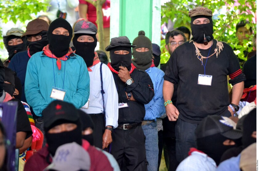 """El Ejército Zapatista de Liberación Nacional (EZLN) criticó la nueva Ley de Seguridad Interior promulgada por el Presidente Enrique Peña Nieto al considerar que servirá para proteger a """"una banda de criminales""""."""