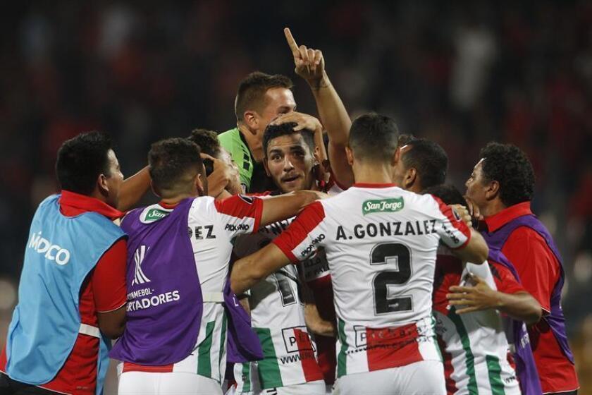 Los jugadores de Palestino celebran durante un partido de la Copa Libertadores, disputado ante Independiente Medellín de Colombia. EFE/Archivo