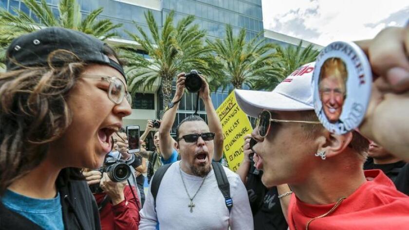 Después de las elecciones, la organización SouthernPoverty LawCenter (SPLC), recibió más de 1,000 reportes de hostigamiento e intimidación en todo Estados Unidos.