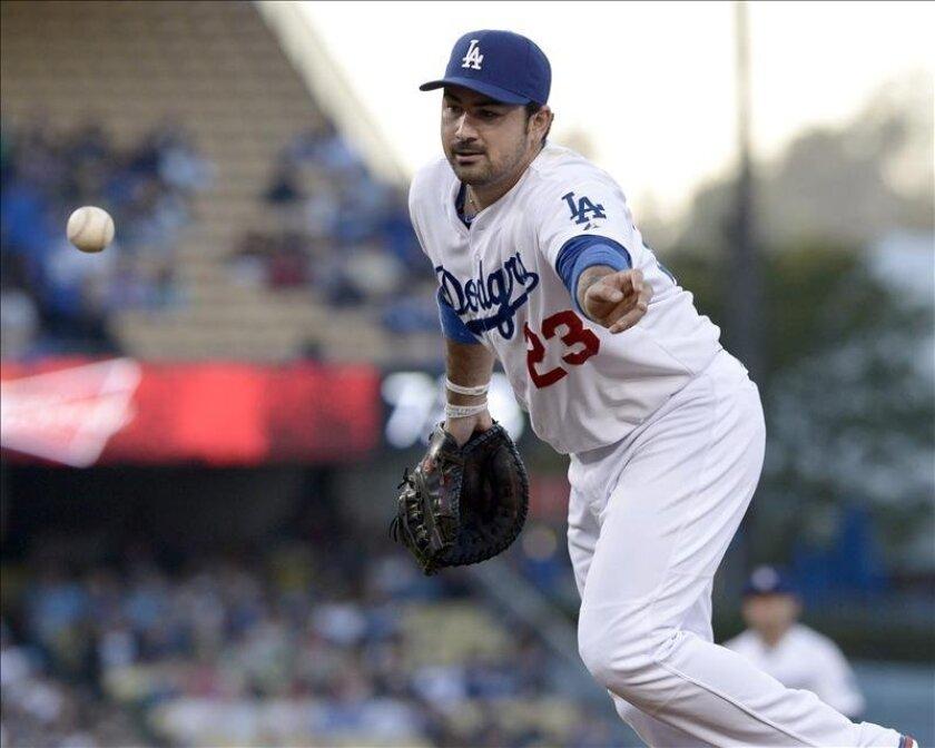 El primera base mexicano Adrián González conectó batazo de cuatro esquinas y ayudó a los Dodgers de Los Ángeles a conseguir una victoria por 5-3 sobre los Cardenales de San Luis. EFE