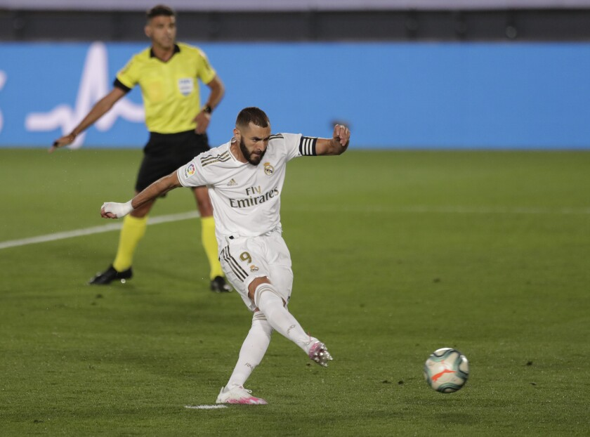 Real Madrid's Karim Benzema shoots to score a penalty against Deportivo Alaves during the Spanish La Liga soccer match between Real Madrid and Deportivo Alaves at the Alfredo di Stefano stadium in Madrid, Spain, Friday, July 10, 2020. (AP Photo/Bernat Armangue)