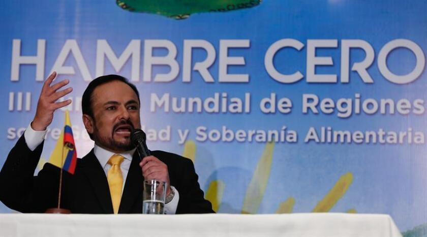 El prefecto de la provincia Azuay, Paul Carrasco, habla hoy, viernes 27 de abril de 2018, durante la III Cumbre Hambre Cero que comenzó en Cuenca (Ecuador). EFE